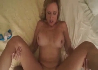 Sexy young mom knows how to give a head