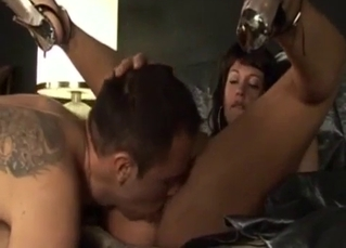 Nephew licks a pussy of his sexy auntie