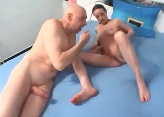 Bald dad eats a pussy of his daughter