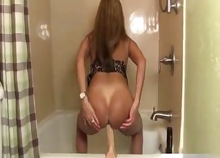 Stunning mom has an outstanding round bottom
